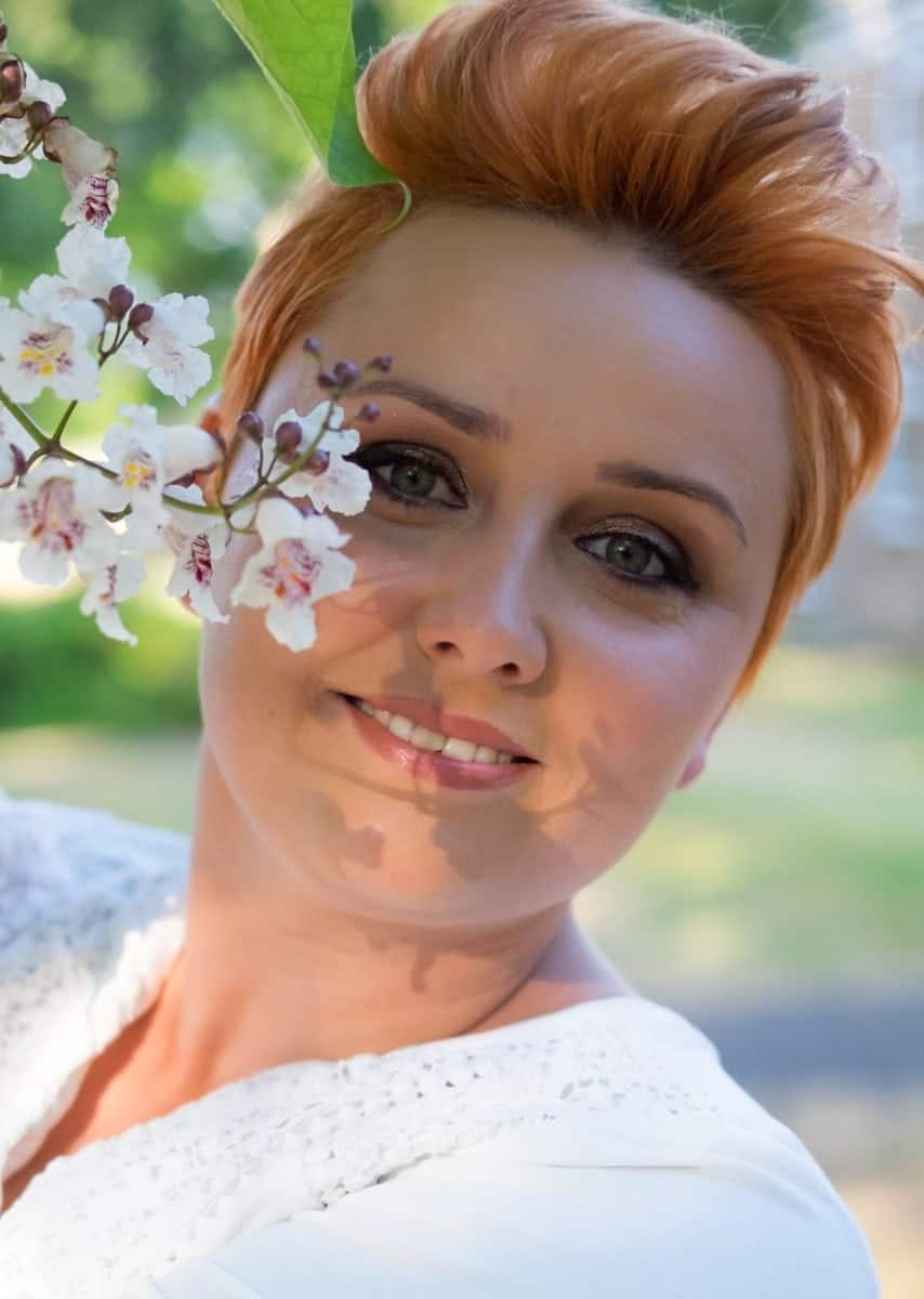 Bride looks fresh-faced in my favourite summer make-up products